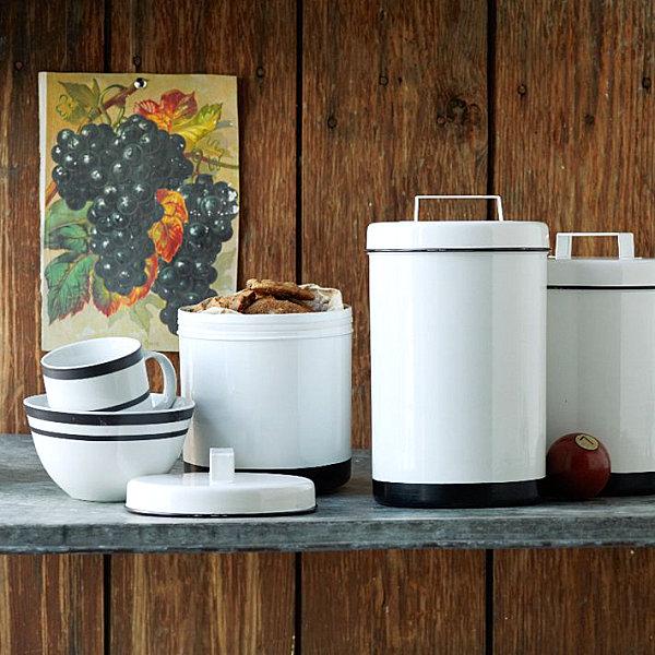 Schicke Behälter für Lebensmittel in der modernen Küche
