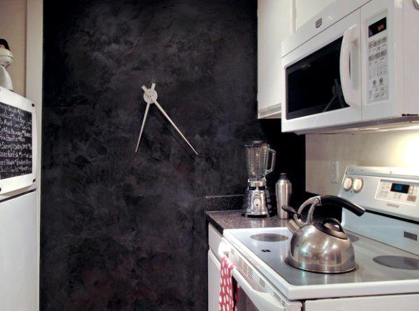 schnittige wanduhr design schwarz kochecke arbeitsplatte küche