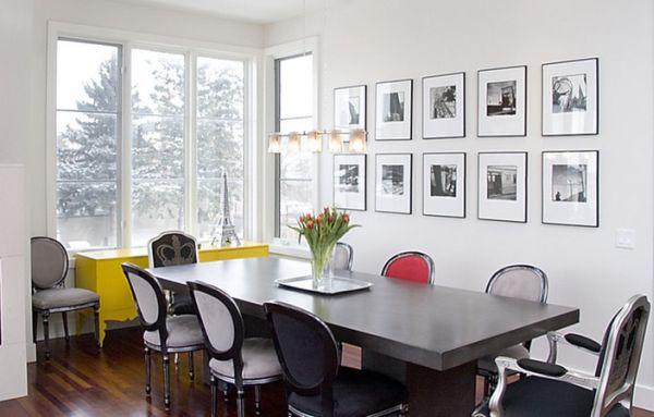 schwarz weiß bilder gelbe und rote akzente auf den möbeln