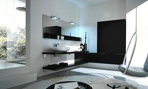 schwarz weiß dramatisch einrichtung badezimmer regale spiegel teppich