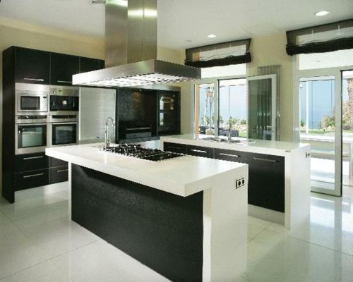 schwarz-weiß-einrichtung-küche-minimalistisch-sachlich