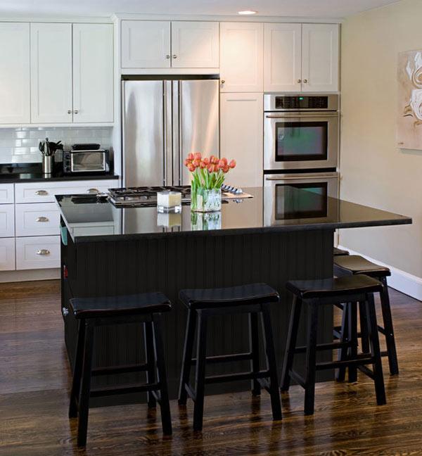 schwarze küchenmöbel und ausgefallene details glänzend schwarze kücheninsel