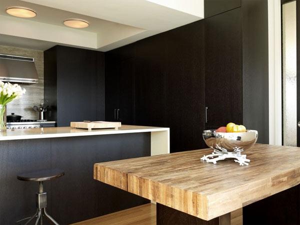 schwarze küchenmöbel und ausgefallene details massiver esstisch grobes holz