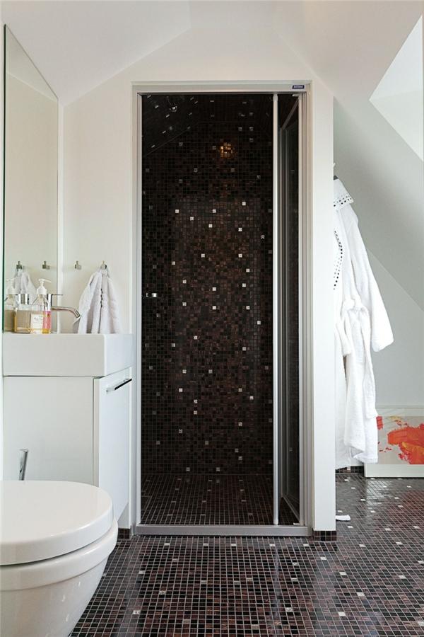 Badezimmer fliesen mosaik schwarz  Sanviro.com | Möbel Badezimmer