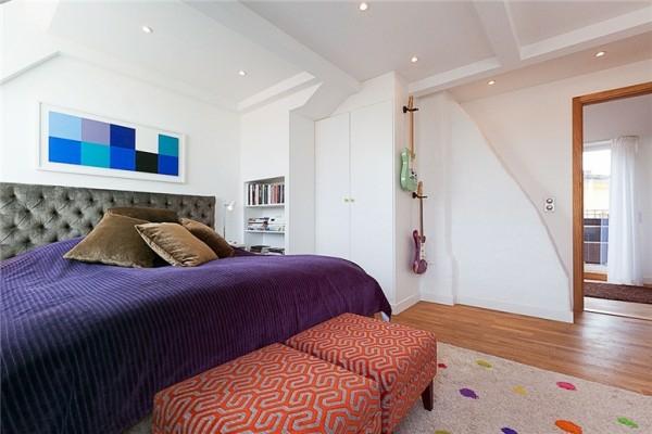 schwedisches loft apartment elegant lila bettwäsche schlafzimmer