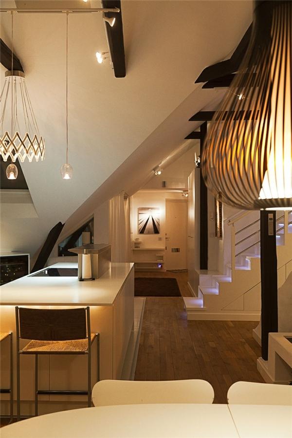 loftwohnung in schweden elegant treppe küche beleuchtung