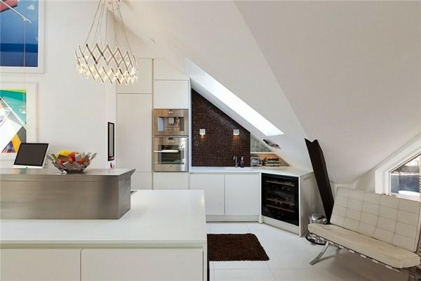 schwedisches loft apartment elegant weiß küche couch leder