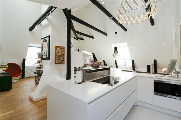 loftwohnung in schweden weiß küche schwarze akzente