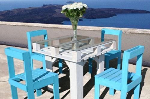 selbstgemachte Holz Möbel aus Paletten blaue stühle tisch weiß