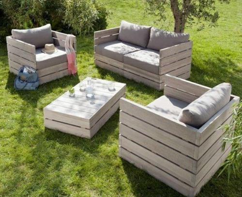 selbstgemachte Holz Möbel aus Paletten essecke sitzplatz garten