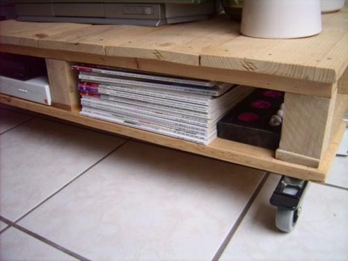 selbstgemachte Holz Möbel aus Paletten mobil rollen regale