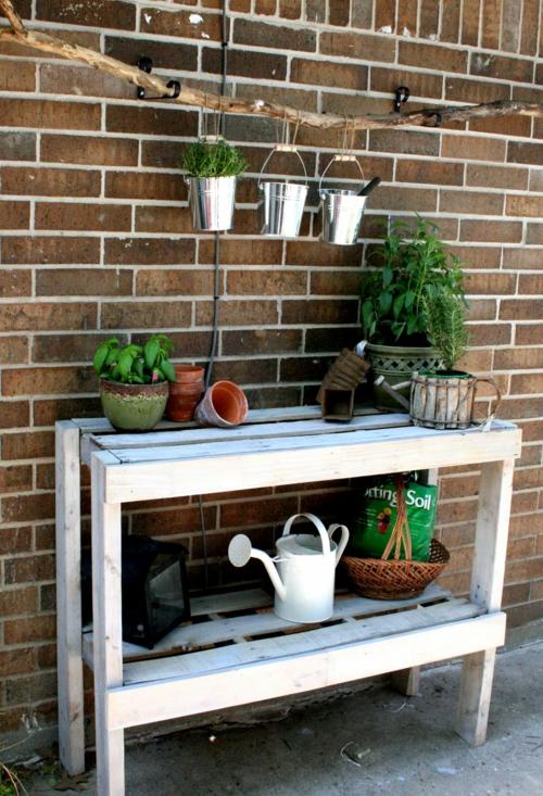 selbstgemachte Holz Möbel aus Paletten weiß tisch blumentopf