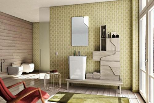 tapeten badezimmer gestaltung rot lehnstuhl wc hocker metall