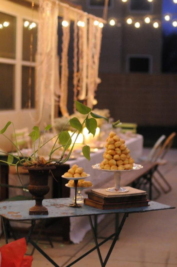 veranda party im sommer filigrane antik torten ständer