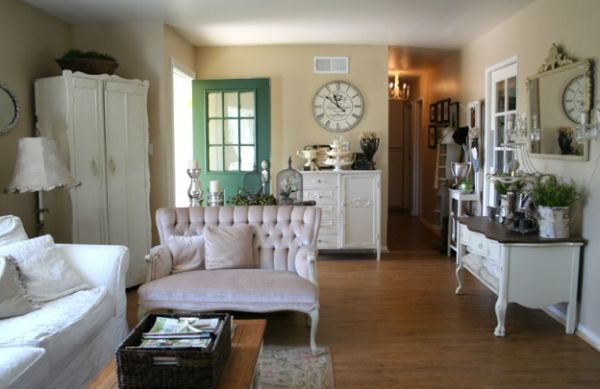 wohnzimmer klassisch einrichtung sofa leder gemustert ornamente wanduhr