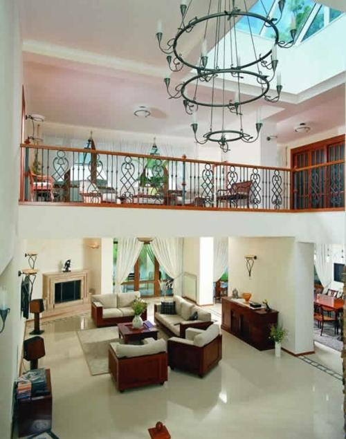 wohnzimmer massive holz möbel design gardinen auflagen
