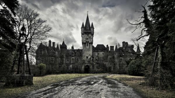 wunder der architektur verlassen und adelig chateau de noisy schwarz weiß