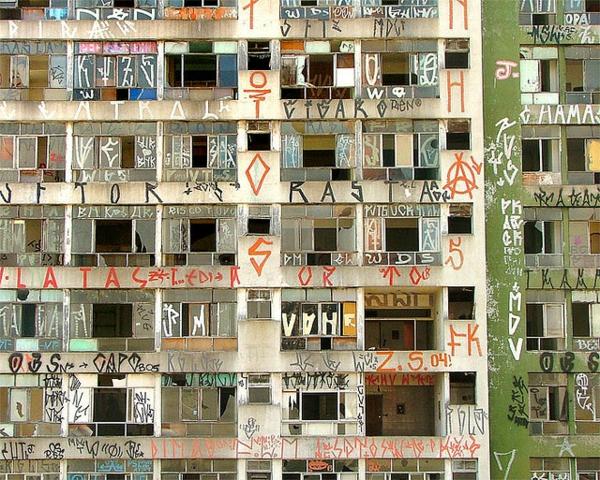 wunder der architektur verlassen und gigantisch in sao vito mit graffiti