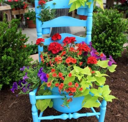 Alte Stühle Im Garten Mit Neuer Funktion U2013 Attraktive Pflanzgefäße