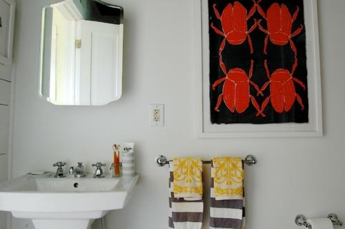 Altes Haus mit ausgefallenem Interieur badezimmer spiegel tücher