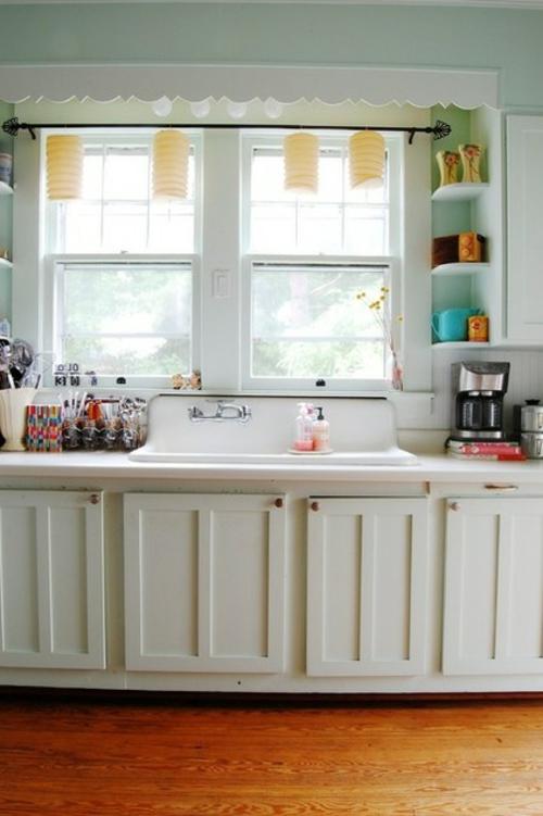 Altes Haus mit ausgefallenem Interieur küche arbeitsplatte