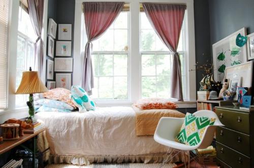 Altes-Haus-mit-ausgefallenem-Interieur-schlafzimmer-kuschelig-bett