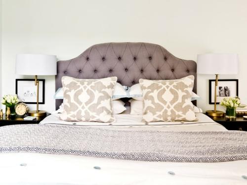 Altes Haus mit schönem Interior Design doppelbett gepolstert kopfteil