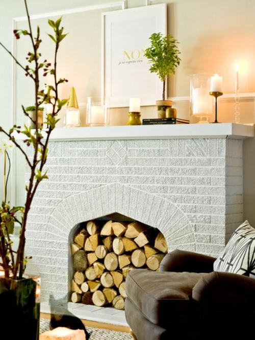 Altes Haus mit schönem Interior Design einbaukamin brennholz ziegel