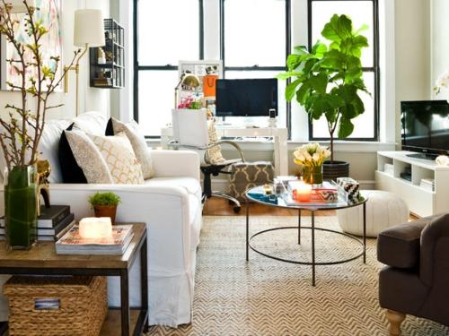 Altes Haus mit schönem Interior Design sofa kaffeetisch metall gestell