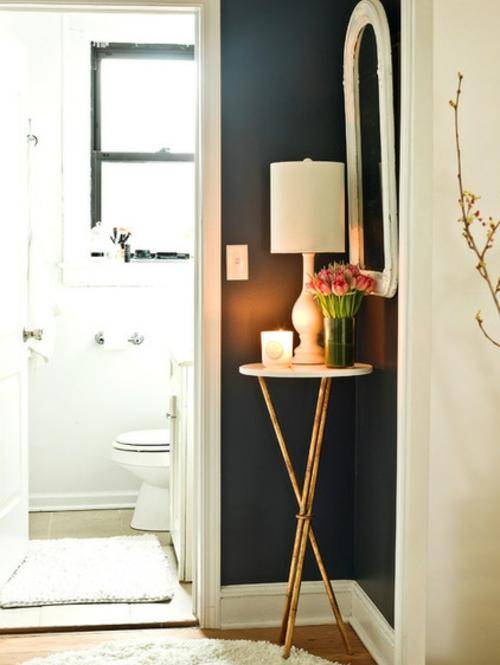 Altes Haus mit schönem Interior Design sofa nebentisch ecke wc