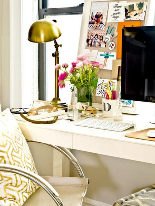 Altes Haus mit schönem Interior Design tischlampe vergoldet oberfläche