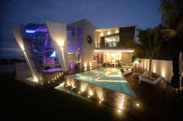 Avantgardistisches Haus Projekt außenbereich integriert pool beleuchtung