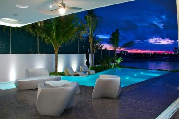 Avantgardistisches Haus Projekt außenbereich palmen sitzecke