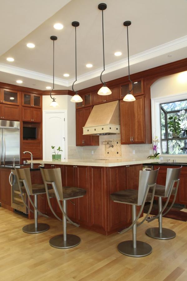 Beleuchtung für die Küche metall pendelleuchten stühle lehnen