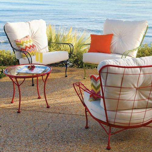 Coole Gartenmöbel für die Terrasse metall designs rot couchtisch glas
