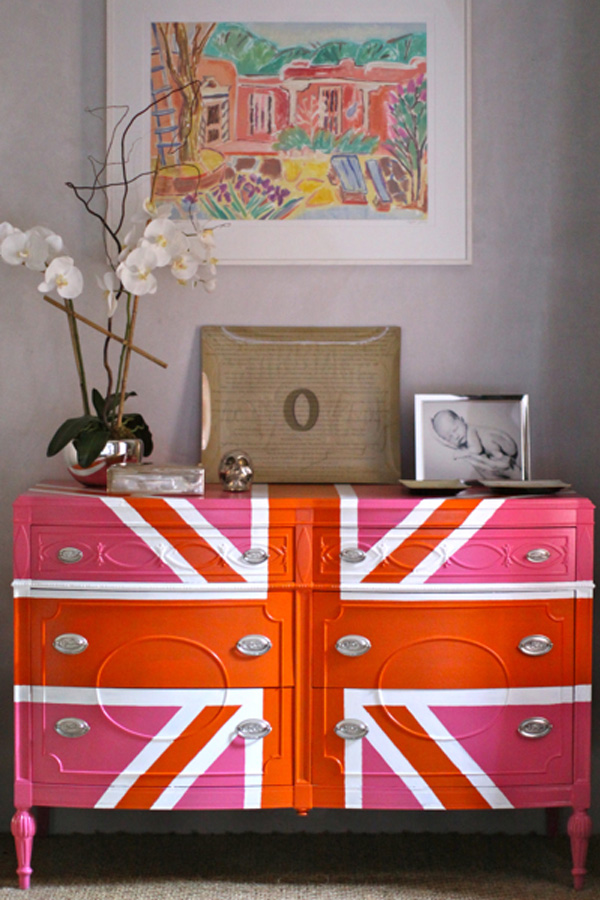 DIY dekorative Projekte kommode bemalt verspielt bunte farben