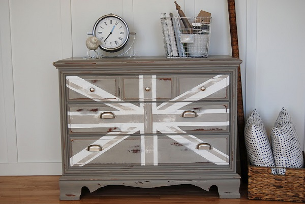 DIY dekorative Projekte kommode grau weiß englisch flagge eigenartig
