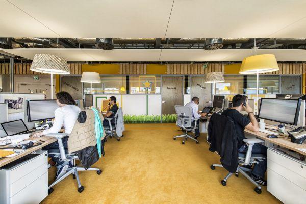 Das neue Google Campus Management arbeitsbüro tisch stuhl stehlampen