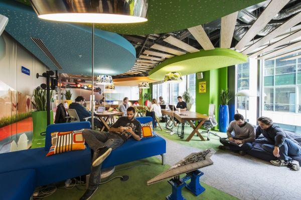 Google Campus Management erholung sofas kissen bunt