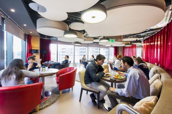 Das neue Google Campus Management sofas bequem essbereich