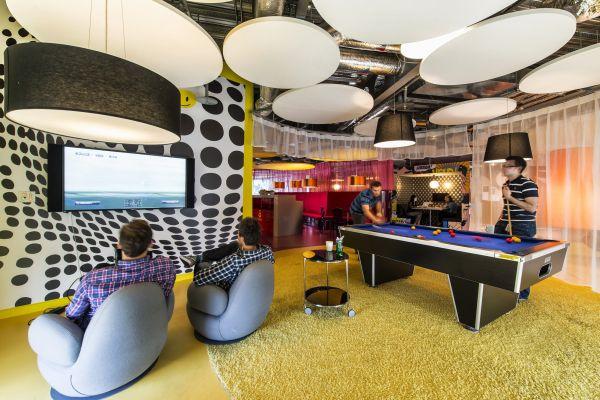 Google Campus Management spielzimmer billard fernseher