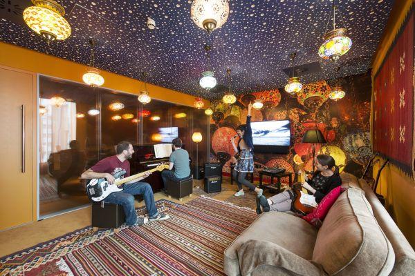 Google Campus Management teppich orientaliscsh sofas bequem