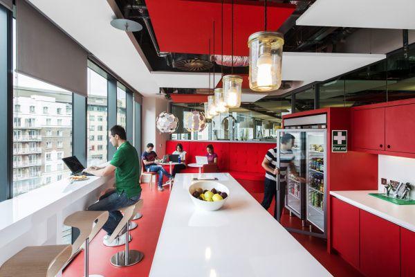 Das neue Google Campus Management versammlung rot weiß