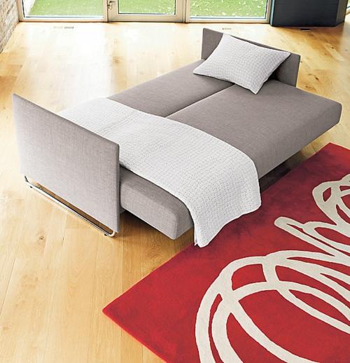 Deko Ideen fürs Gästezimmer sofa ausziehbar bett teppich rot