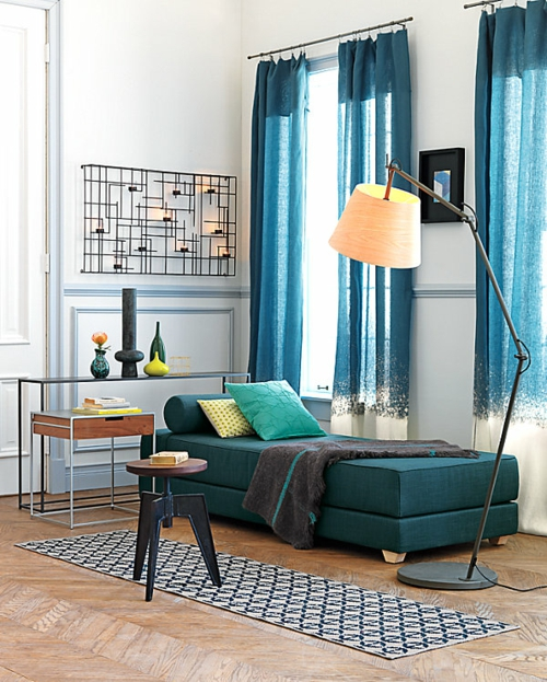 Deko Ideen fürs Gästezimmer stehlampe blau gardinen