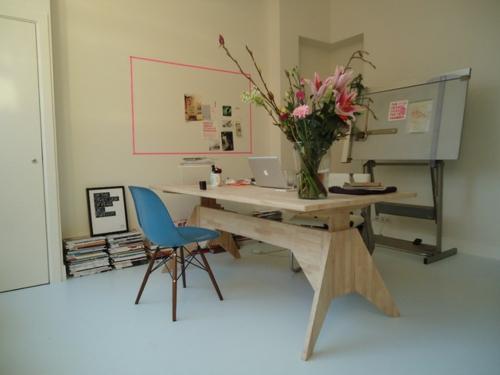 Dekoratives Klebeband blumen office bürotisch holz stuhl
