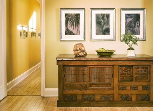 Der Bonsai Baum im Interior Design holz kommode wand übergang