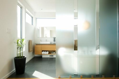 Der pflegeleichte Glücksbambus als Dekoration badezimmer kübel badewanne