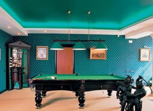 Designer Spielraum mit Billard spieltisch beleuchtung kühne farben