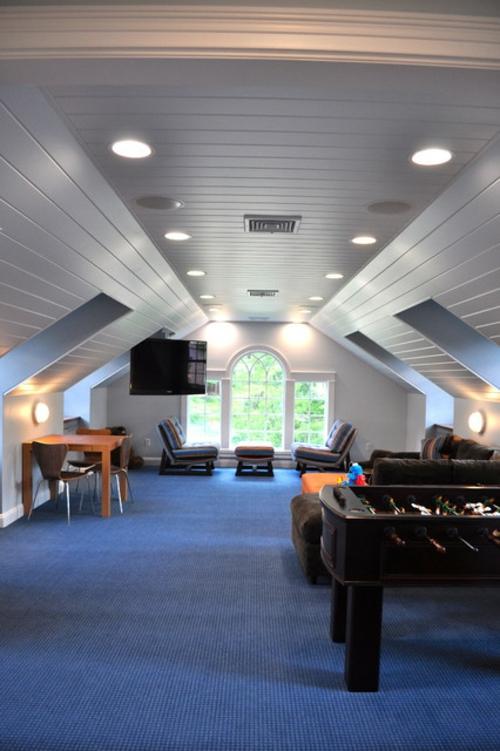 Designer Spielraum mit Billard spieltisch beleuchtung sessel gestreift